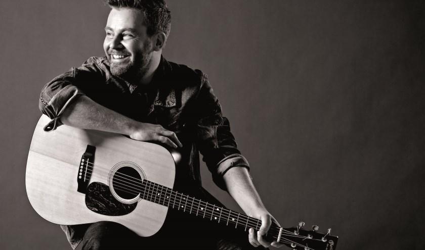 Struijlaart brengt in het Isala een ode aan zijn eerste grote liefde: de gitaar. (Foto: William Rutten)