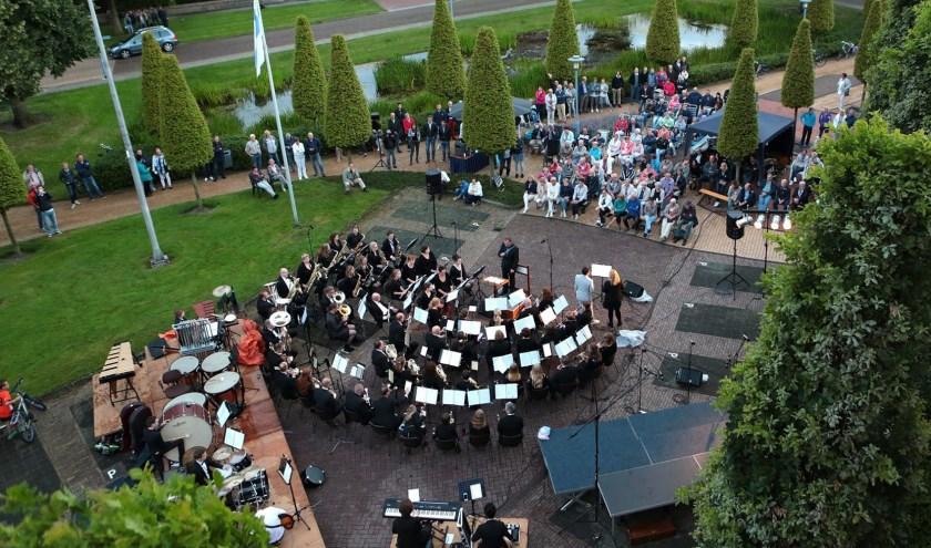 Het is weer genieten bij het vijverconcert van Harmonie Sint-Jan met een Italiaans tintje.