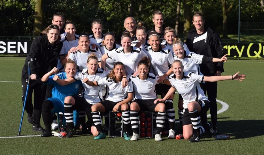 Het vrouwenelftal van VV Maarssen. Tekst: Danny van der Linden, foto: VV Maarssen