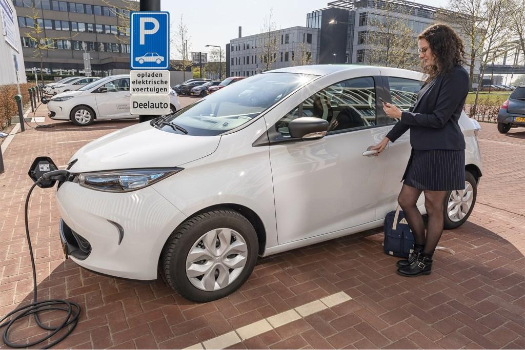 De provincie Gelderland wil dat zoveel mogelijk Gelderlanders gebruik maken van elektrische auto's.