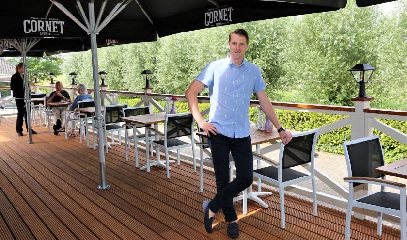 Marco Blokland op het nieuwe terras. Foto: Fred Roland