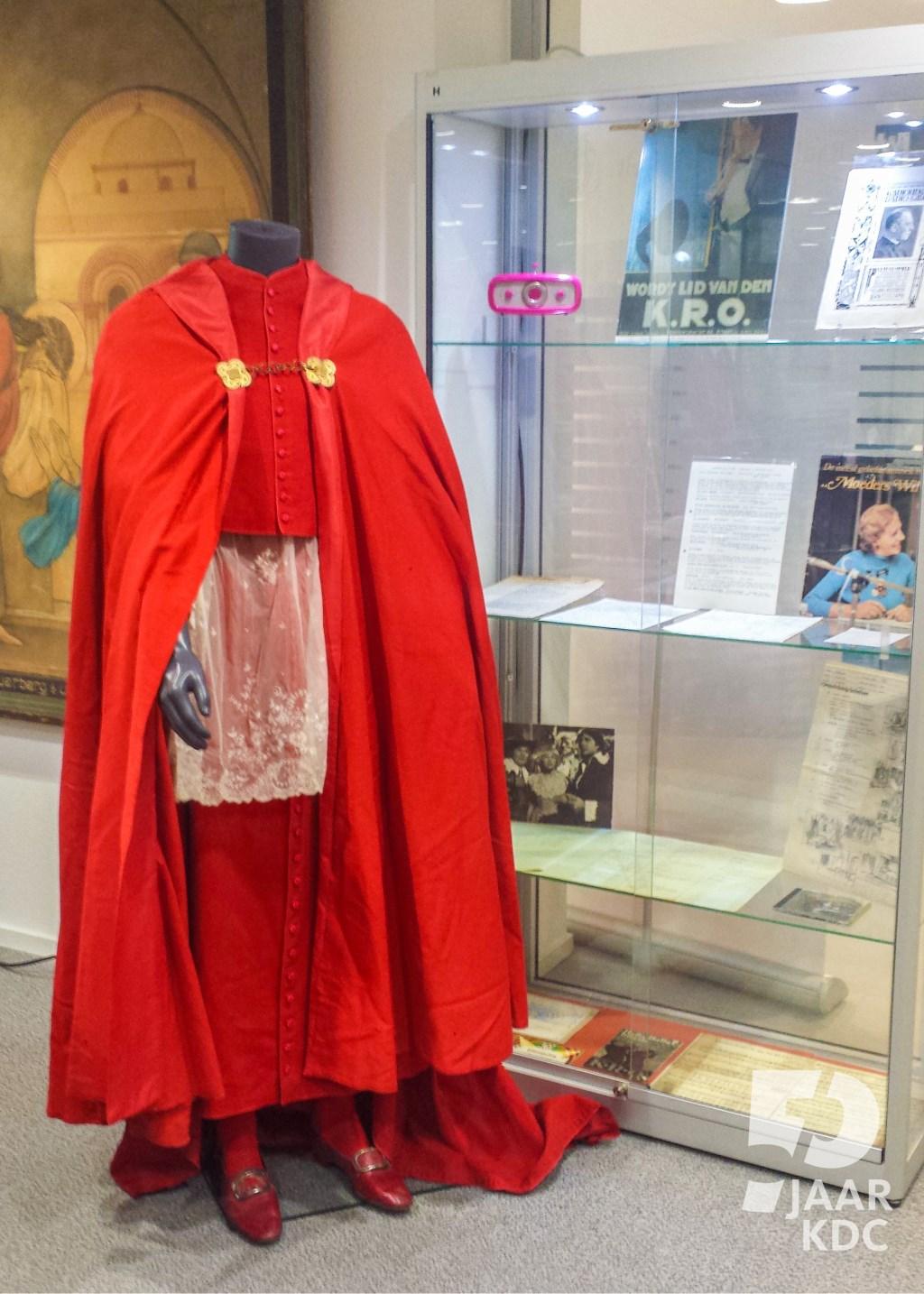 Het liturgisch gewaad van kardinaal Van Rossum.  Jeffry Huntjens. © Persgroep
