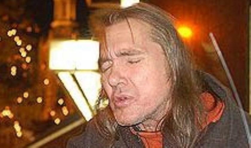 De bekende straatmuzikant Chuck Deely overleed op maandag 9 januari 2017.