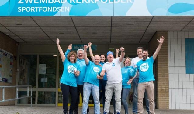 Het bestuur van Swim Delft vlnr Inge Driessen, Sjaak Lispet, Richard van Velzen , Nathasja Croon, Herwin Vollmuller, Dorine Verhoeven, Michel Koolhoven. Diana Eradus ontbreekt (foto: Marjolein Jense).