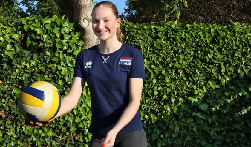 """Sophie Posthumus: """"Volleybal is de leukste sport die bestaat."""" (foto: Marco van den Broek)"""