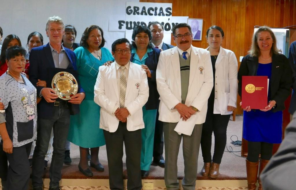 De oud Aaltenaren Tineke Griffioen en Walter Meekes werden gehuldigd voor hun langdurige ondersteuning aan het Regionaal Ziekenhuis te Cusco - Peru Foto: Hans de Graaf © Persgroep