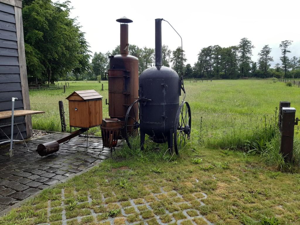 Rookovens bij Rokerij Marle. Je kunt je bijna niet voorstellen dat ze hierin zoveel lekkers kunnen bereiden. Foto: A. van Ipenburg © Persgroep
