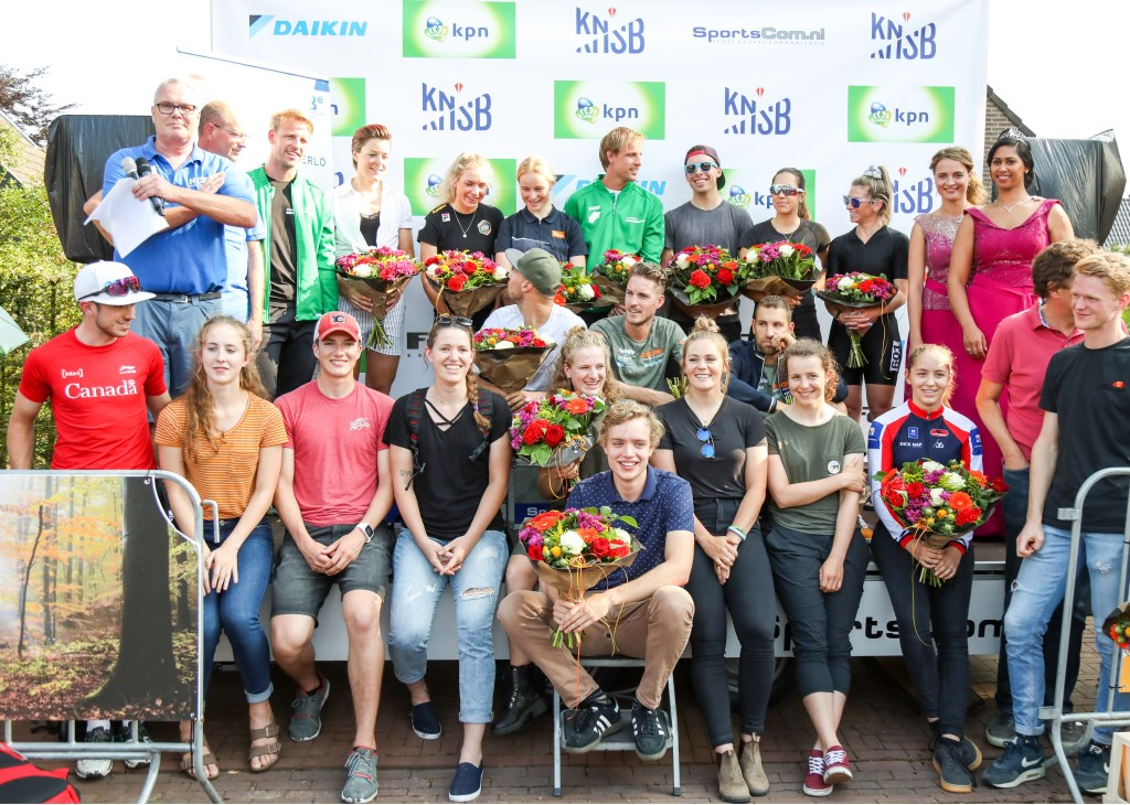 De kampioenen werden door de organisatie in het zonnetje gezet.  Foto: Hidde Muije © Persgroep
