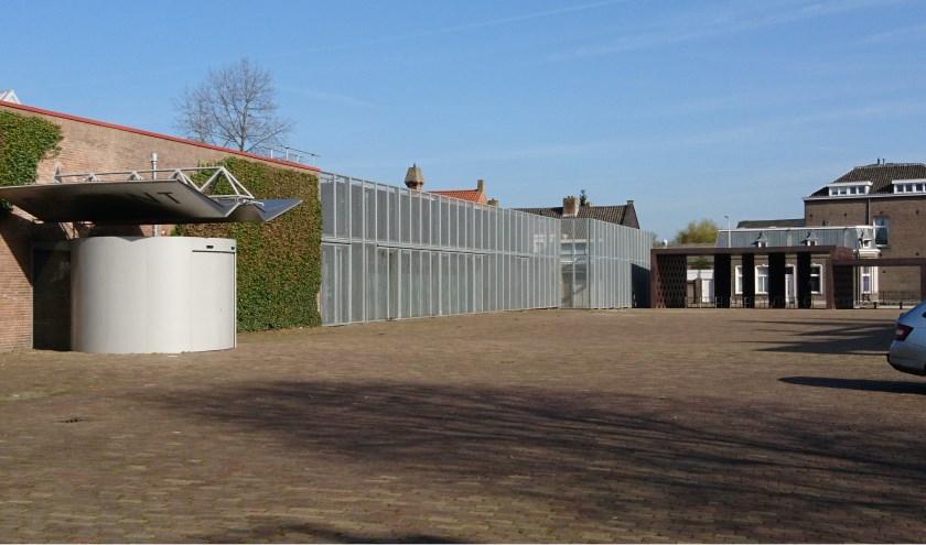 Tot 1 september toont De Pont museum voor het eerst in Nederland een groot overzicht van het werk van de Britse fotograaf John Riddy.