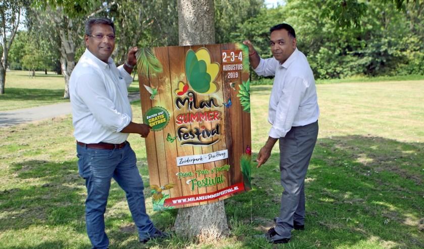 Organisatoren Hemant Lachman en Anand Moelchand staan klaar voor het MIlan Summer Festival (Foto: Peter van Zetten)