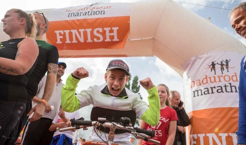 Tijdens de eerste editie van de Madurodam Marathon werd maar liefst 50.000 euro opgehaald voor het 'Samen naar School'-project van het NSGK