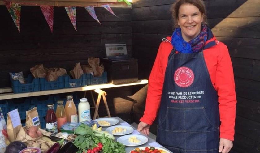 Petra Groenendijk is wijkchef van 'Rechtstreex'. Zij levert producten die rechtstreeks van de lokale boeren afkomstig zijn. (Foto: Anja Helmink)