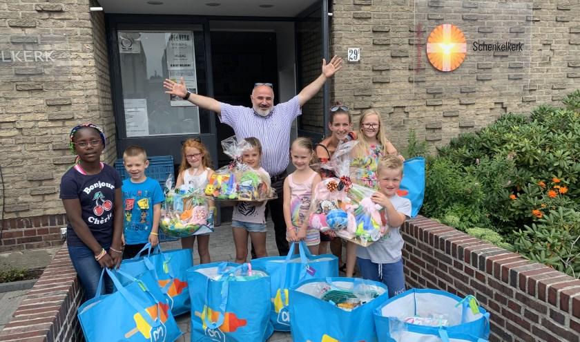 """""""Ons doel was om 14 kleine tasjes te kunnen doneren... dat zijn 14 supervolle tassen, 5 baby/peuterpakketten én 3 boodschappentassen geworden."""