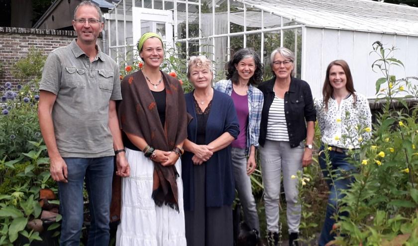 V.l.n.r. Luuk Schouten (tuinderij Eyckenstein), Astrid Nubé en Trudie van Haastere (RecycleLAB), Joanne Ronhaar, Willy Douma en Maaike Noorlander (BiltsHeerlijk)
