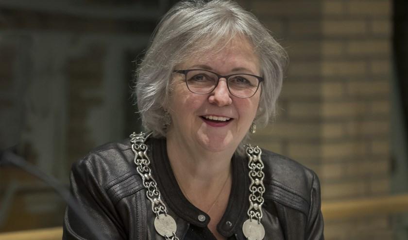 Burgemeester Anny Attema is in het college verantwoordelijk voor zaken als veiligheid en handhaving. (foto Gem. Ridderkerk)