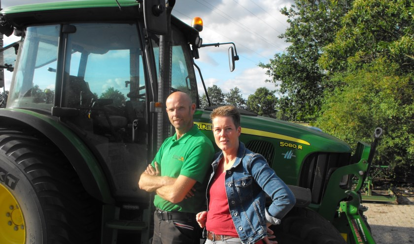 Henri en Kitty ter Braak heten belangstellenden welkom op hun bedrijf bij Rietmolen op 8 augustus tijdens De Boer Op.