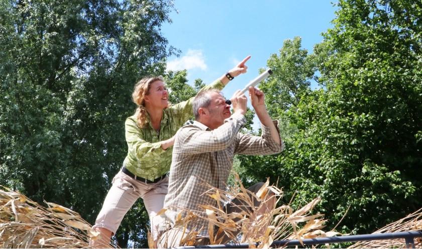 Aan het eind van het festival speelt het gezelschap de nieuwe theatervoorstelling Birds met gigantische vogelpoppen.