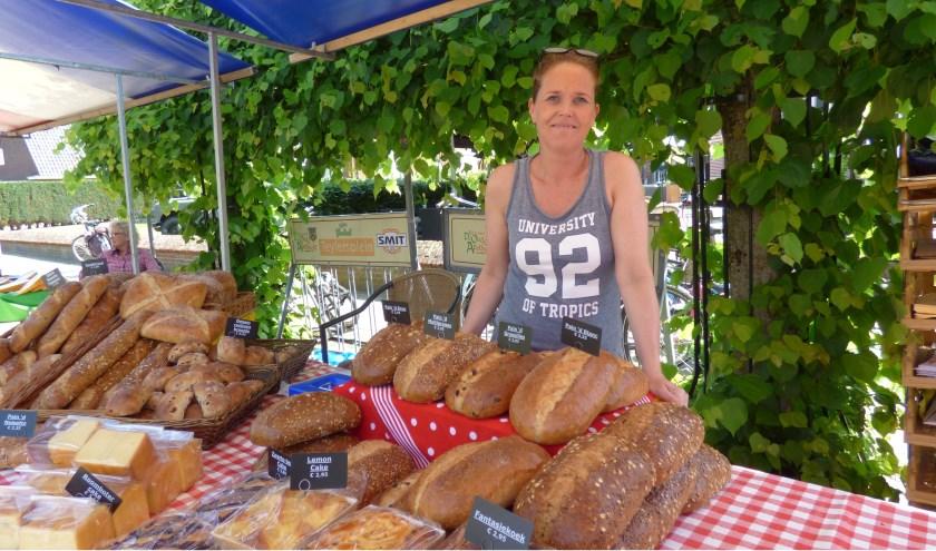Streekproducten zijn te koop in Losser tijdens de boerenmarkt. Foto: Debby Kok-Koehorst