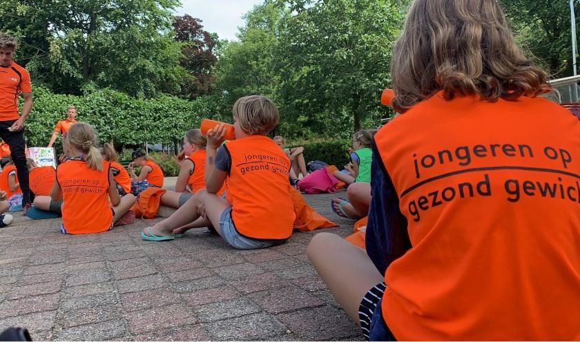 Het zomerkamp stond bol van activiteiten, even bijkomen was af en toe nodig.(Foto: Goed Bezig Oldebroek)