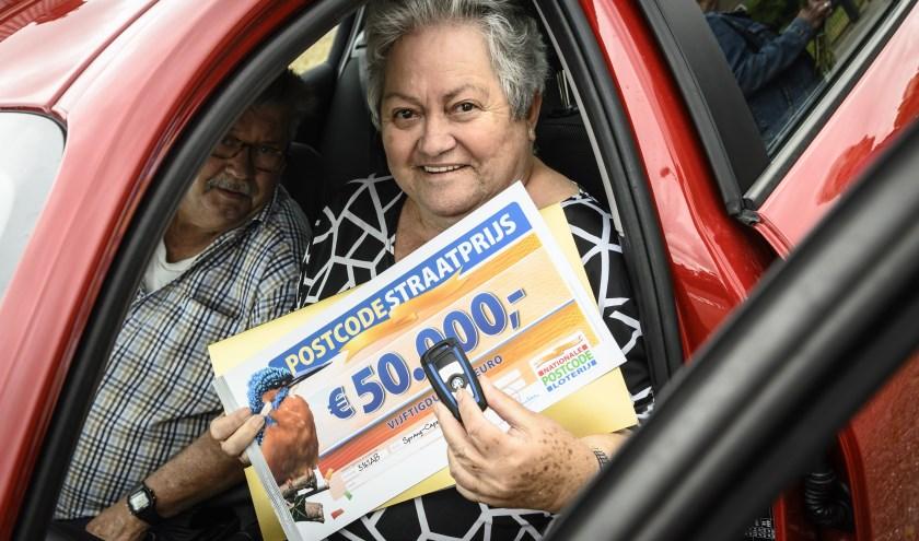 Ari en Annie winnen 50.000 euro en een splinternieuwe BMW bij de PostcodeStraatprijs.