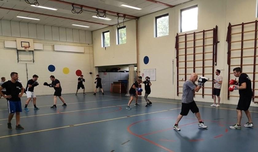De turnzaal Schiedamseweg 155 is op dinsdag (19.00 uur), donderdag (19.00 uur) en zaterdag (10.00 uur) het tijdelijke onderkomen van Boksschool Wim de Haan. (Foto: PR)