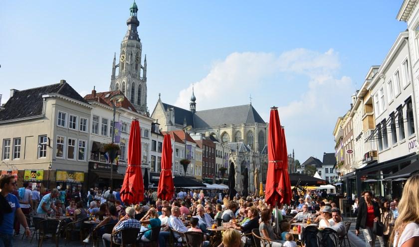 Tijdens de nieuwe VVV-wandeling 'Rondje Breda' bezoek je de mooiste plekjes en proef je de fijne sfeer van Breda. FOTO: MARIËLLE HOUBEN