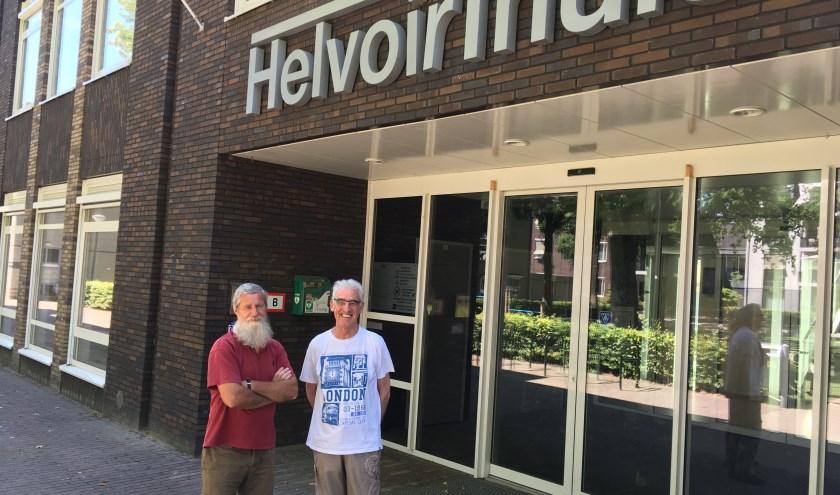 Rob Mesman (links) en Tiny Assink zijn respectievelijk 45 en 35 jaar actief voor de Helvoirtse badmintonclub Shuttle.