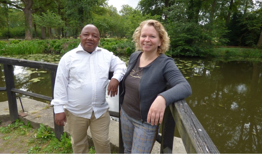 Onlangs was Judith Fox nog in Darajani voor de opening van het waterproject, nu was projectleider Msafiri op bezoek in Denekamp.