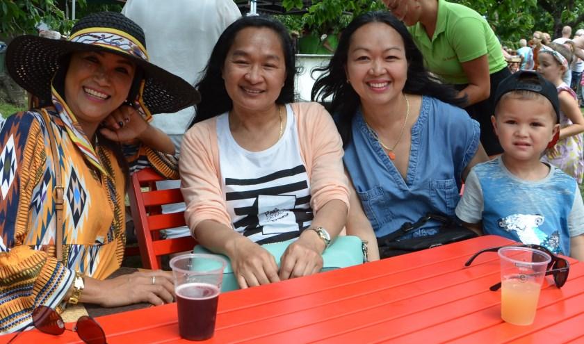 De dames hebben er een familiedagje van gemaakt en kwamen op bezoek bij de Wijkse. FOTO: Ben Blom