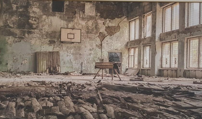 Rob Blekkink toont foto's van zijn reis naar Tsjernobyl, waar hij de achtergebleven stillevens van de kernramp vastlegde.