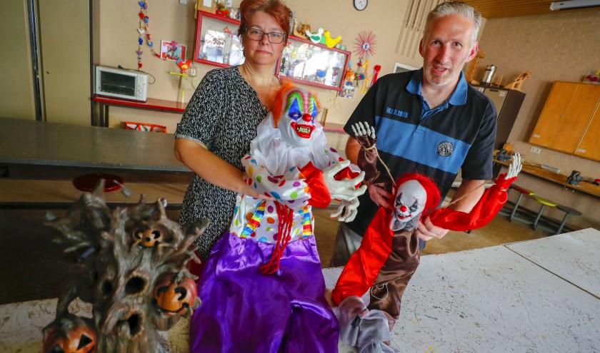 """Sjak en Debbie van Ekert lopen al enkele jaren mee in Zeelst. """"We willen nu een Halloween-/Spooktocht in Zonderwijk uitproberen."""" FOTO: Bert Jansen."""