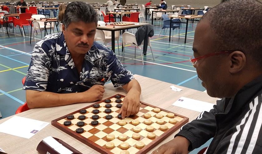 """Soerinder Jagram speelde bijna remise tegen de latere toernooiwinnaar Macodou . """"Ik maakte een blunder."""" (Foto: Emile Hilgers)"""