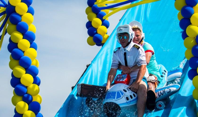 De vijftiende editie van de jaarlijkse Zeepkistenrace aan de 'Costa del Dekkerseweg' in Elshout was er eentje om niet snel te vergeten.
