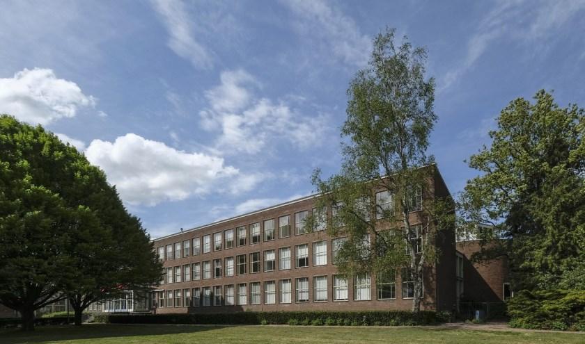 In 1957 werd de eerste steen gelegd voor dit schoolgebouw; inmiddels is het beschermd als gemeentelijk monument. Info: www.heemkundekringtilburg.nl