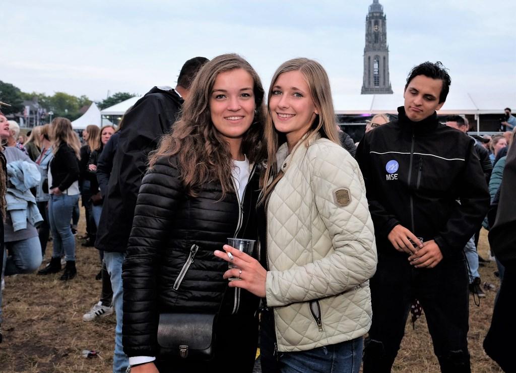 Twee vriendinnen uit Ede kwamen ook genieten op de Rijnweek.  © Persgroep