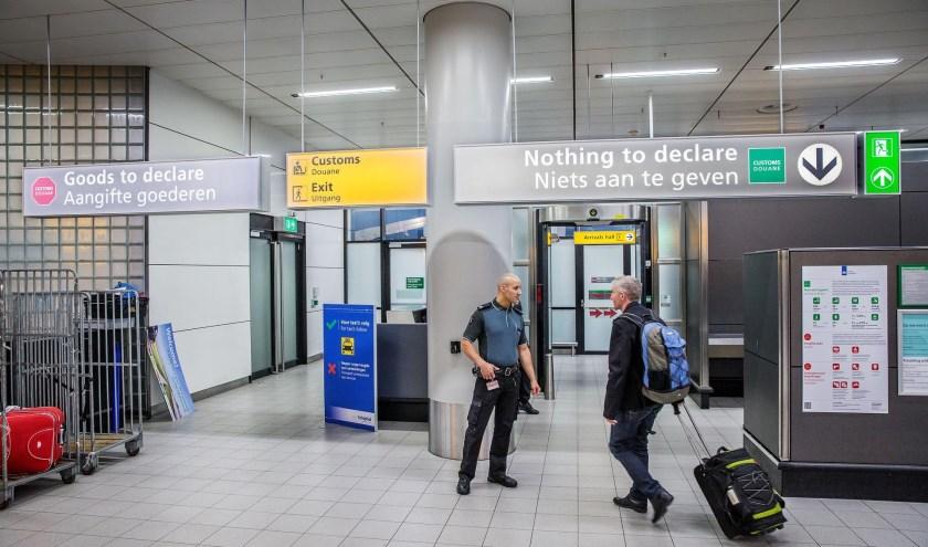 Verassingen bij aankomst op Schiphol voorkomen kan door de Douane Reizen App te downloaden en te raadplegen.