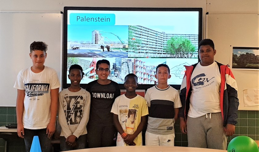 Faizan, Emanuel, Adam, Nahsir, Joël en Vinci gaven een presentatie over de wijk Palenstein.