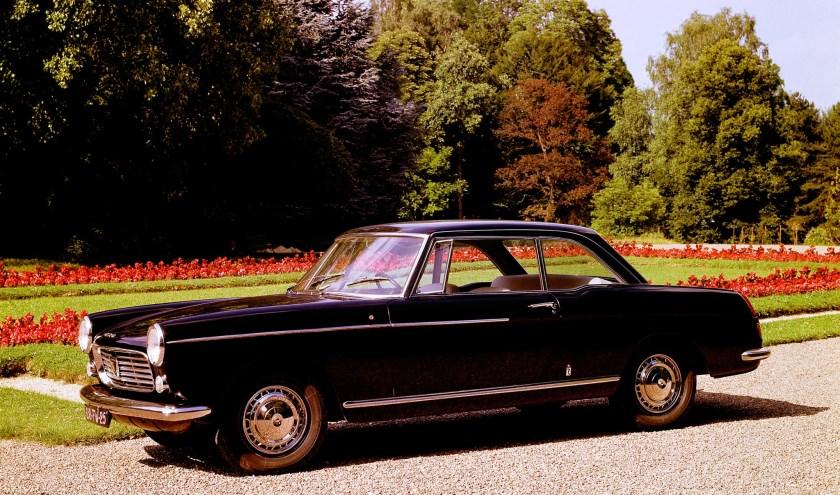 De prachtige verzameling klassieke coupémodellen PEUGEOT wordt bijeengebracht door de Nederlandse PEUGEOT-clubs.