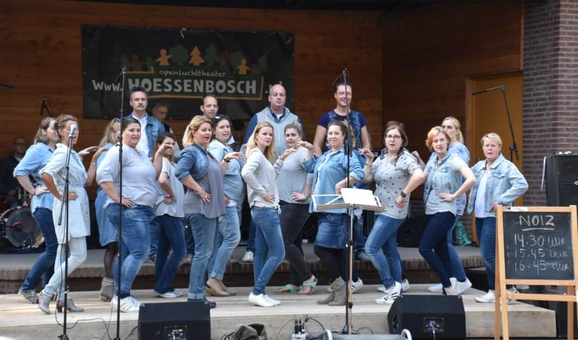Onder leiding van dirigent Dody Soetanto is het koor volop in ontwikkeling