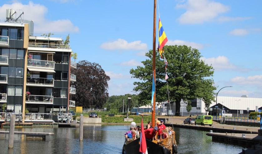 De haven van Almelo is het centrum van de bedrijvigheid tijdens het Havenfestival