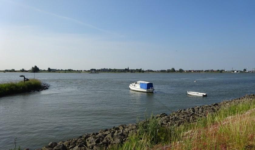 Wandelen langs het water. (Foto: Eline Lohman)
