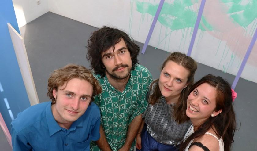 Pieter Chanterie (links), de winnaar van de Jan Naaijkensprijs 2019, met mede-genomineerden Ian Skirvin, Marina Heuvelman en Tina Jeranko.