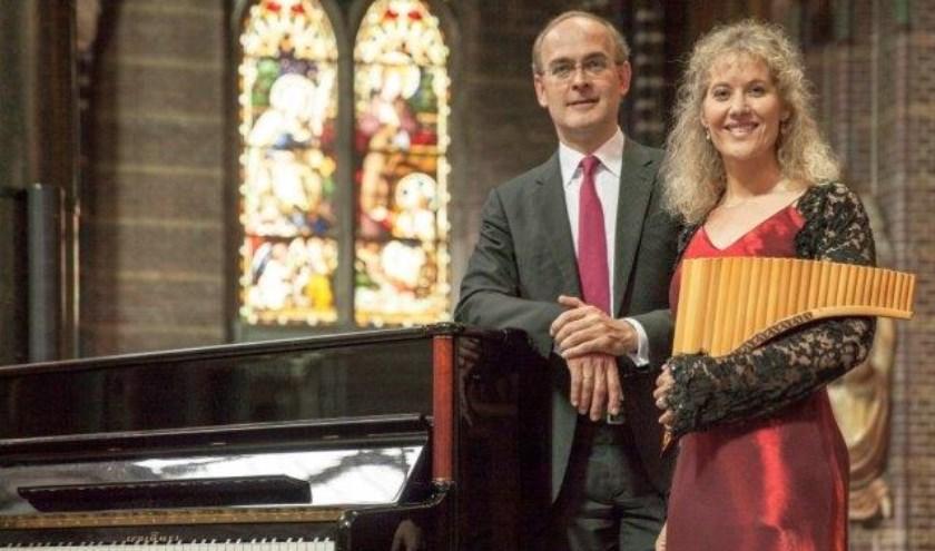 Panfluitiste Noortje van Middelkoop en organist Harm Hoeve.