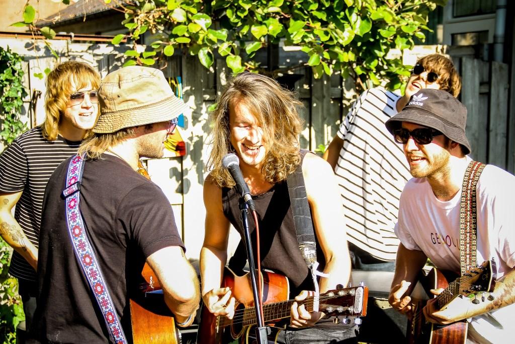 Tijdens het optreden. (Foto: René Balke) Foto: René Balke © Persgroep