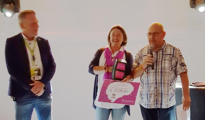 De Hersenstichting en de Ouderenmiddag werden verrast met een donatie van de Rijnweek Motortoertocht.