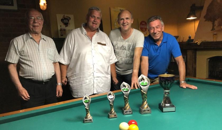 Van links naar rechts Jan Verhaaren (3e), Mark van Venrooij (2e), Frank Peters (kampioen) en Theo Derksen (3e). (eigen foto)