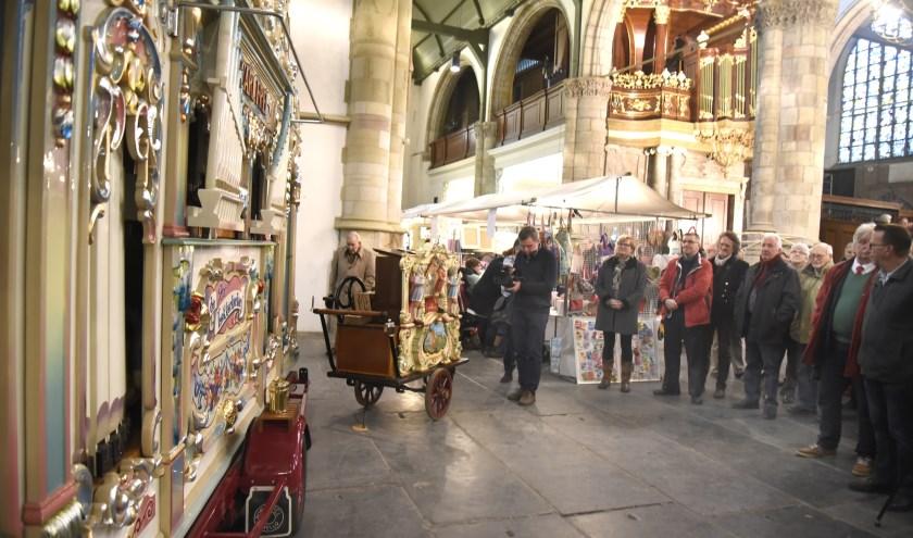 Draaiorgel De Lekkerkerker is wederom te gast in de Sint Jan, voor een geamenljk concert met het Moreau-orgel. Foto: Marianka Peters ee