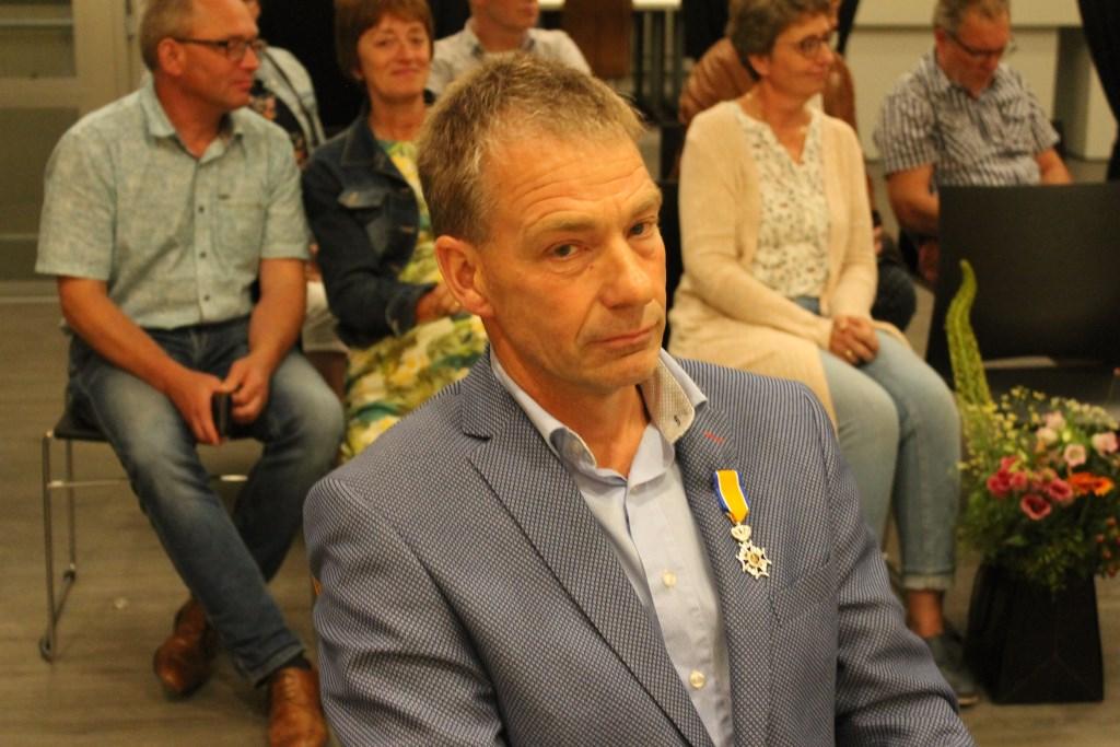 Na ruim 17 jaar neemt Johan Pennings afscheid van de raad. Hiervoor werd hij Koninklijk Onderscheiden.  Foto: Leo van der Linde © Persgroep