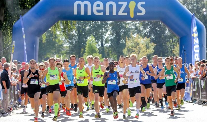 Nieuw tijdens de Menzis Singelloop in Enschede: De titel 'snelste vereniging van Twente'. (Foto: Stan Wissink)