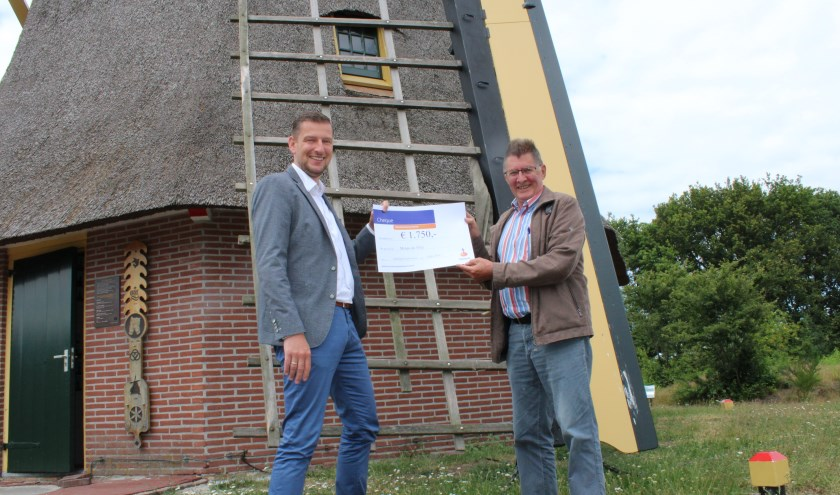 Gerwin van Olst en voorzitter Jan Nitrauw (r).